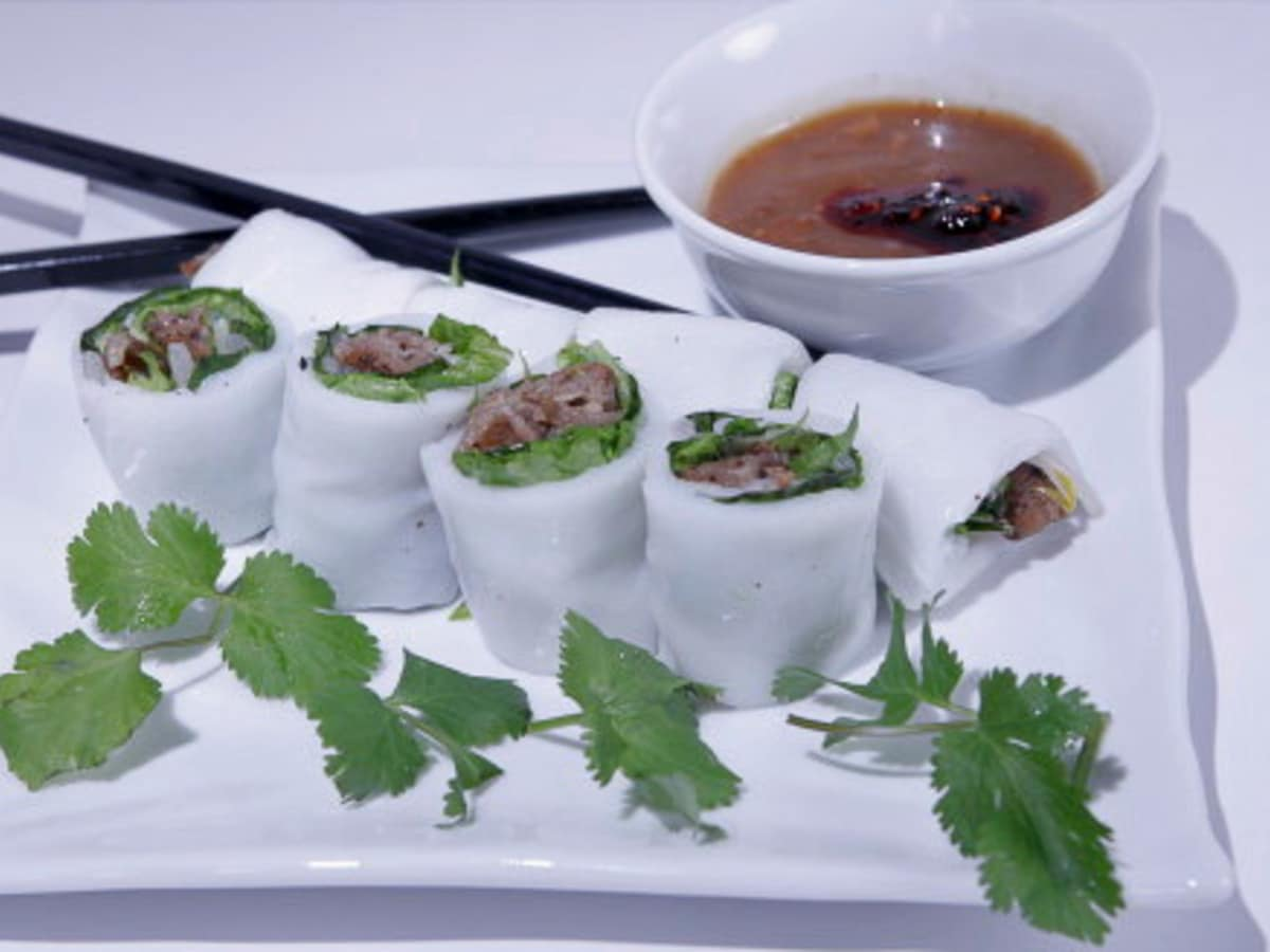 News_Carol Rust_Huynh Restaurant_Banh Uot Thit Nuong_soft spring roll_chargrilled pork