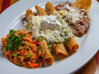 Pico's chicken flautas