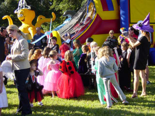 """Menil Collection hosts """"Who R U?"""" Children's Halloween party"""