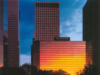 Places-Hotels/Spas-Doubletree Hotel Downtown exterior