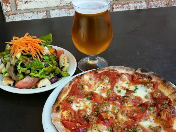 Stella Public House pizza