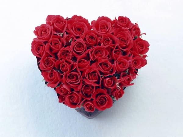 News_Caroline_roses_heart_floral arrangement_Jan. 2010