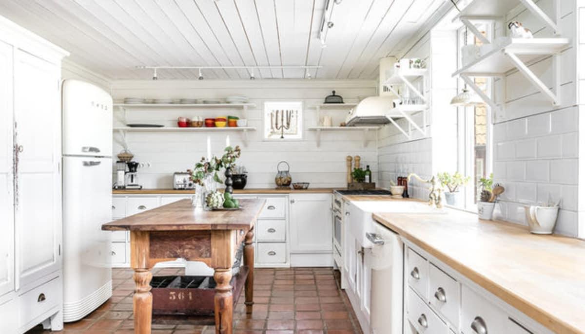 Slideshow: 13 essentials for a charming farmhouse-style kitchen ...