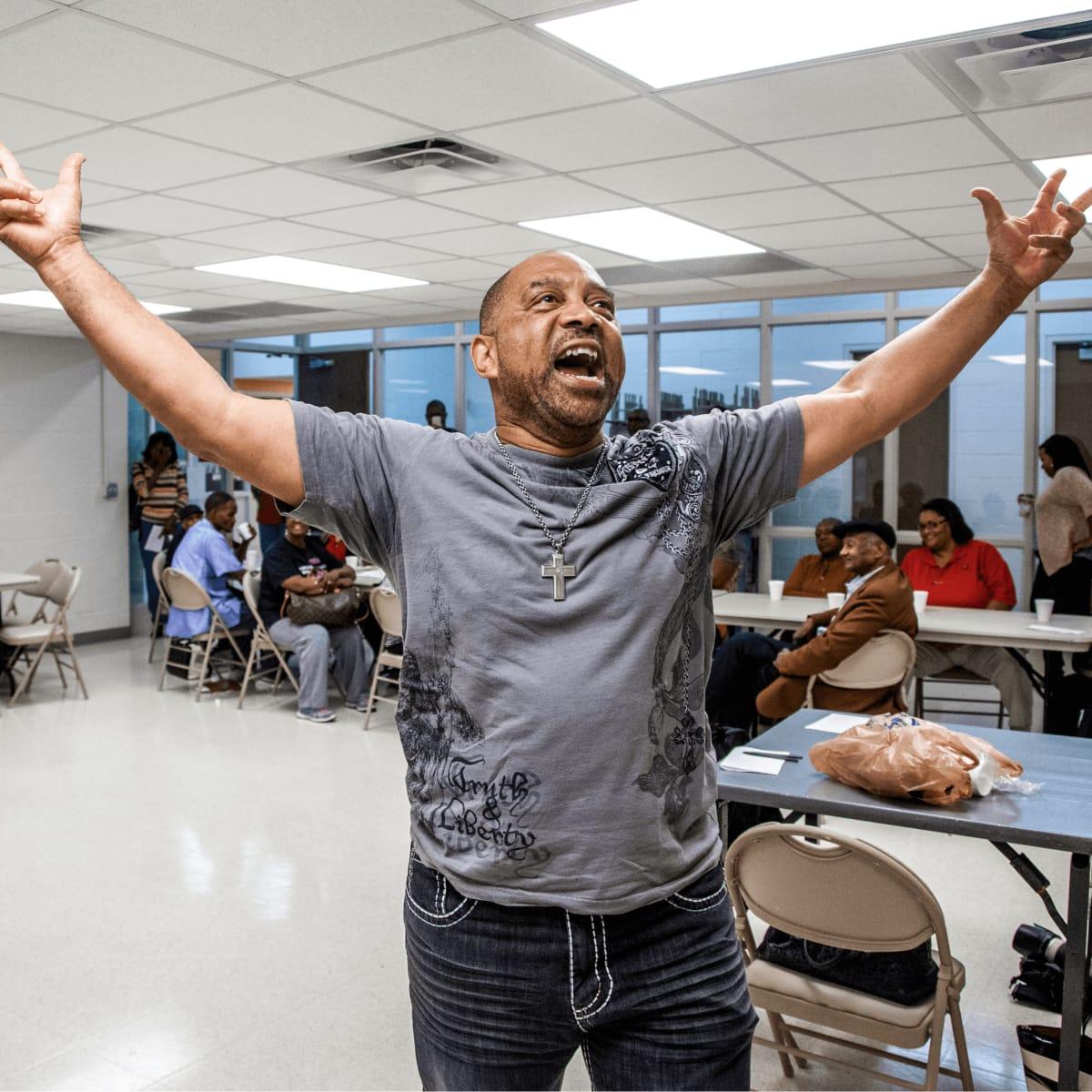 Hassan El-Amin teaching Public Works Dallas workshop at Cummings Recreation Center