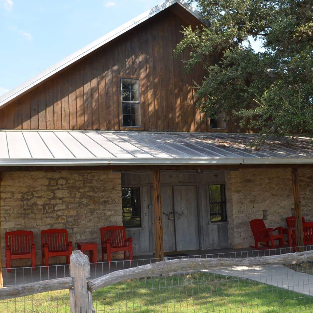 Utopia River Retreat cabin