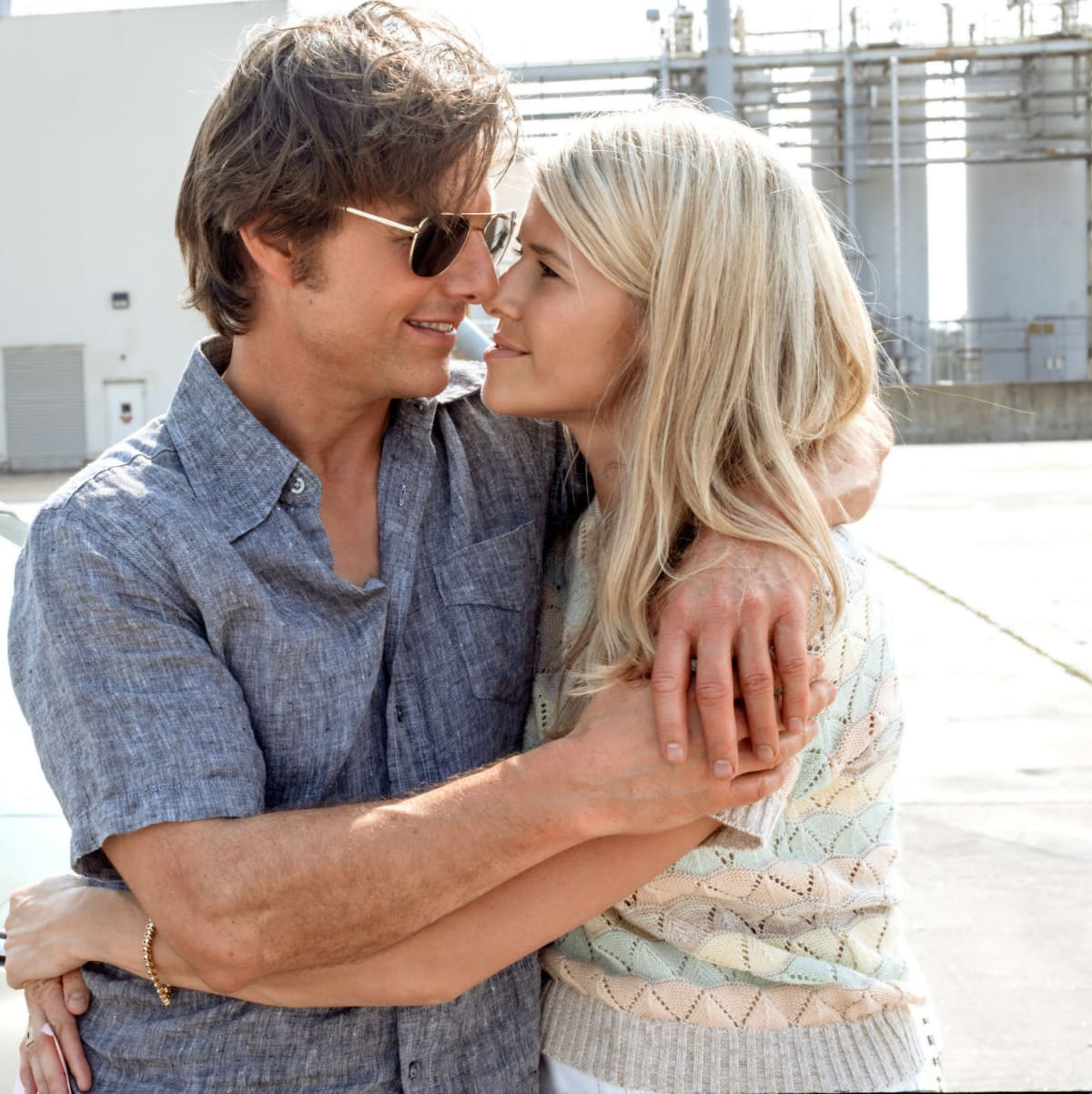 Tom Cruise and Sarah Wright Olsen in American Made