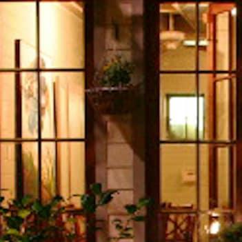 Map-Eat-Backstreet Cafe-patio-night-1