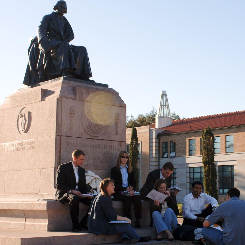 News_Rice University_happy campus_statue_students