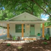 1122 Gunter St 78702 East Austin house front 2015