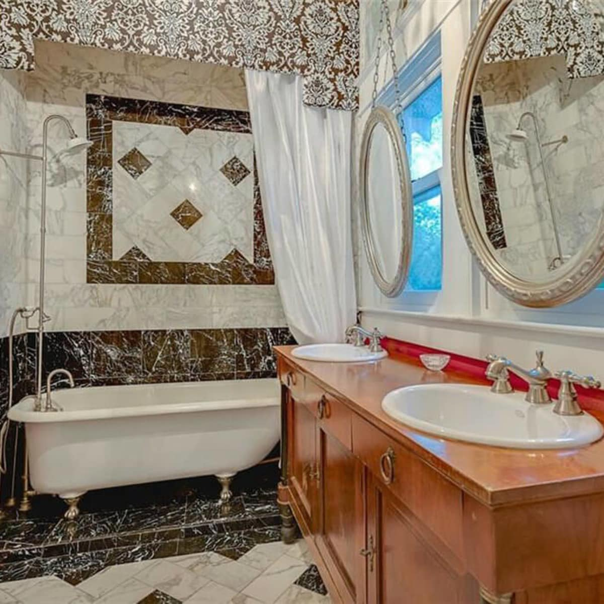 Master bathroom at 701 S. Clinton Ave. in Oak Cliff