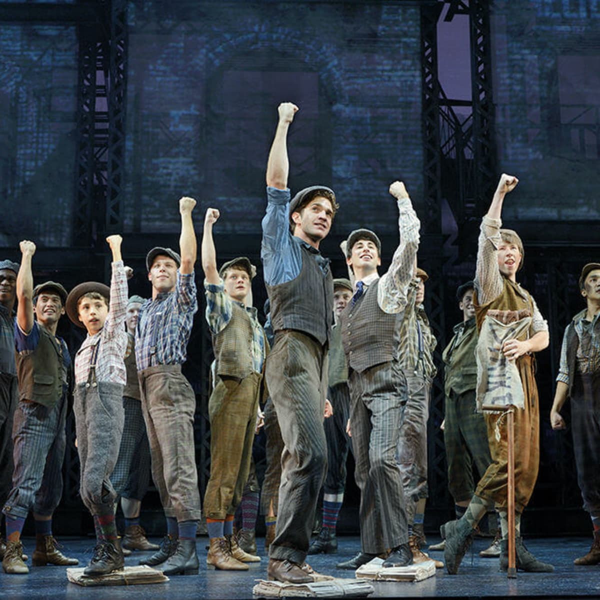 Dan DeLuca and cast of national tour of Newsies