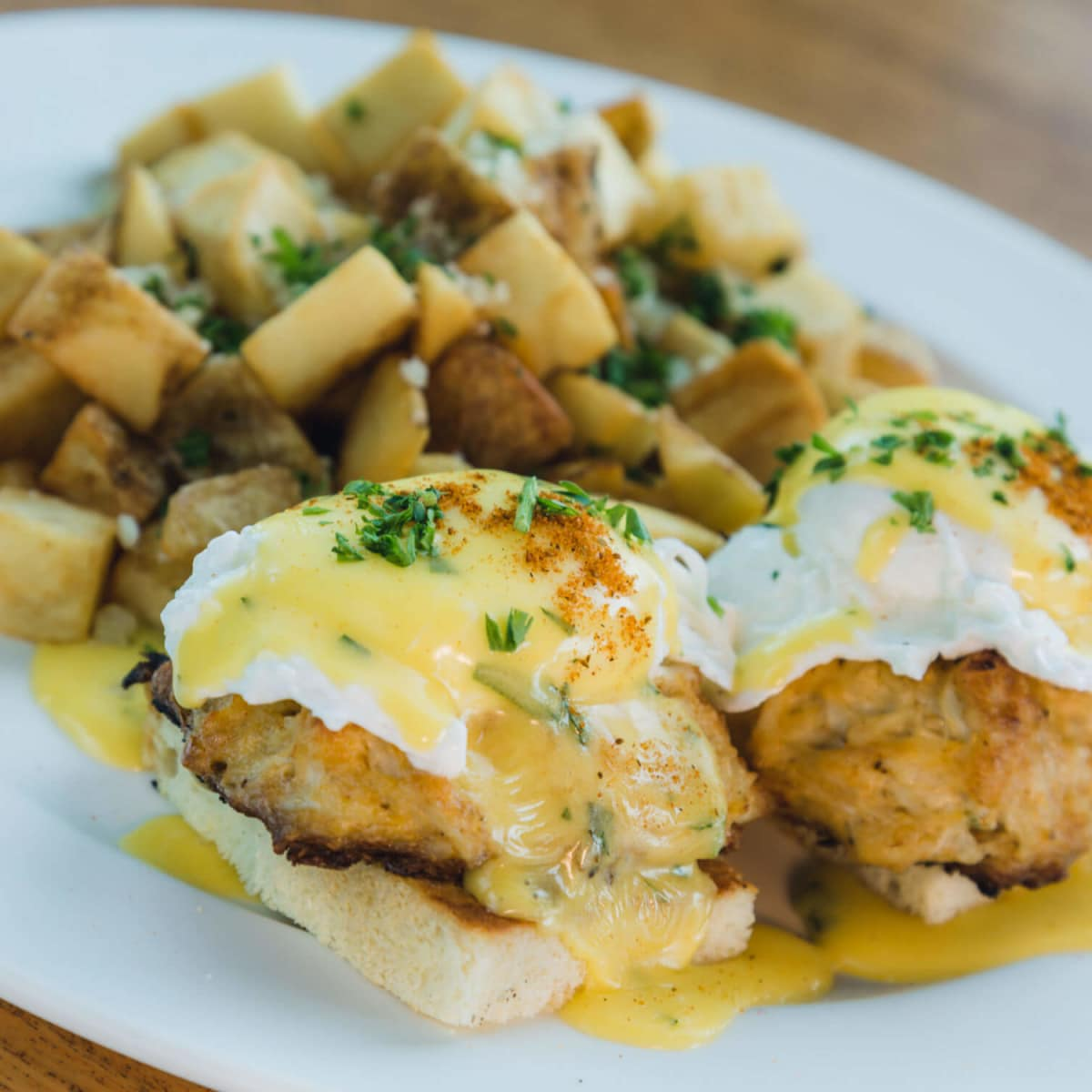 Maryland style blue lump crab cake benedict