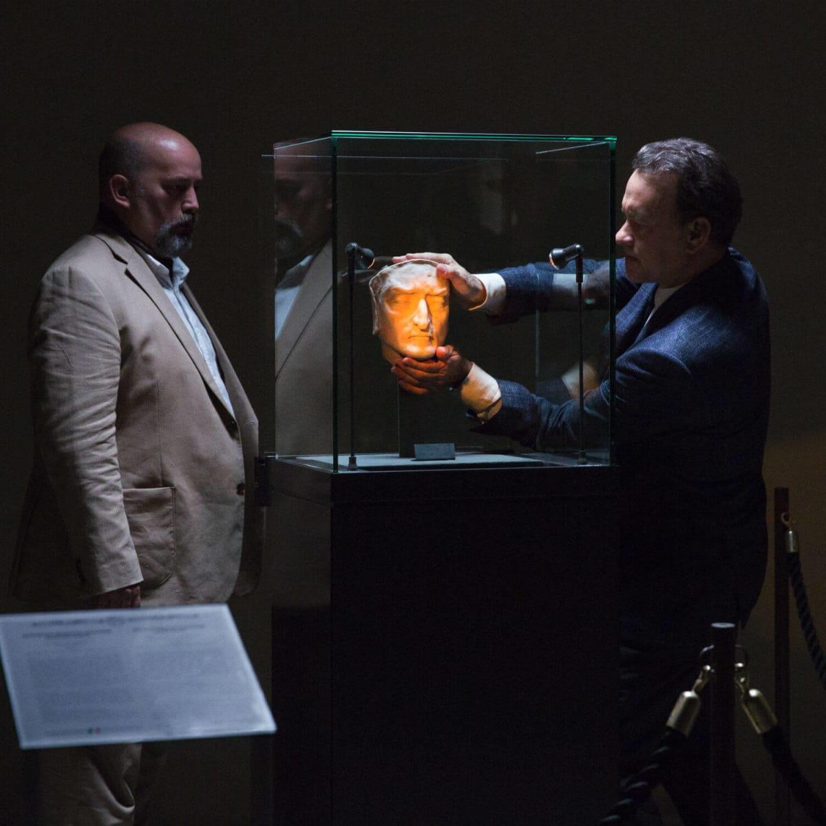 Gabor Urmai and Tom Hanks in Inferno