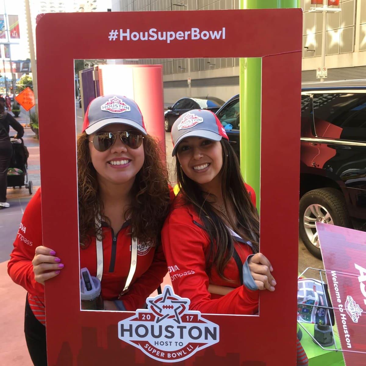 Super Bowl LIVE volunteers
