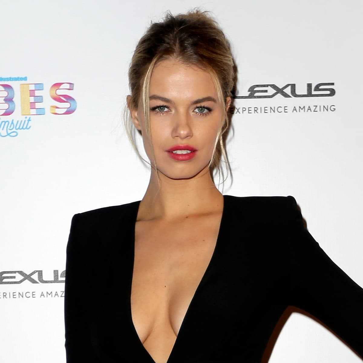 Houston, VIBES by Sports Illustrated Swimsuit, feb 2017, Hailey Clauson