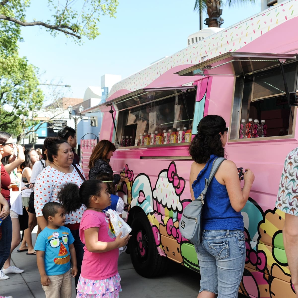 Hello Kitty Cafe truck crowd