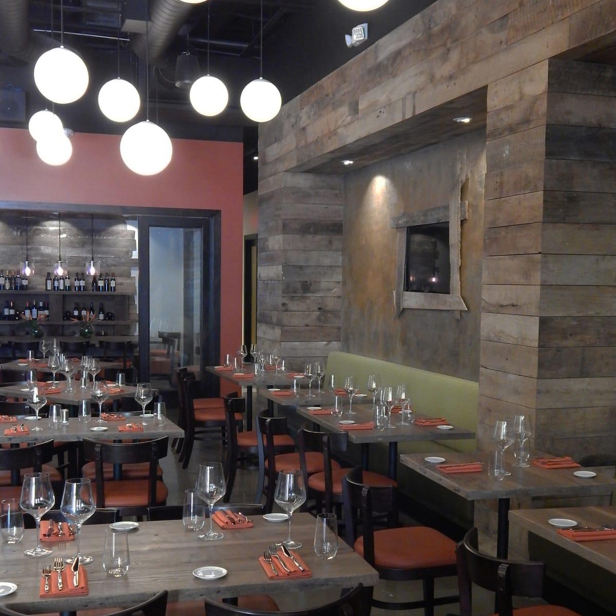 Sal y Pimienta dining room June 2014