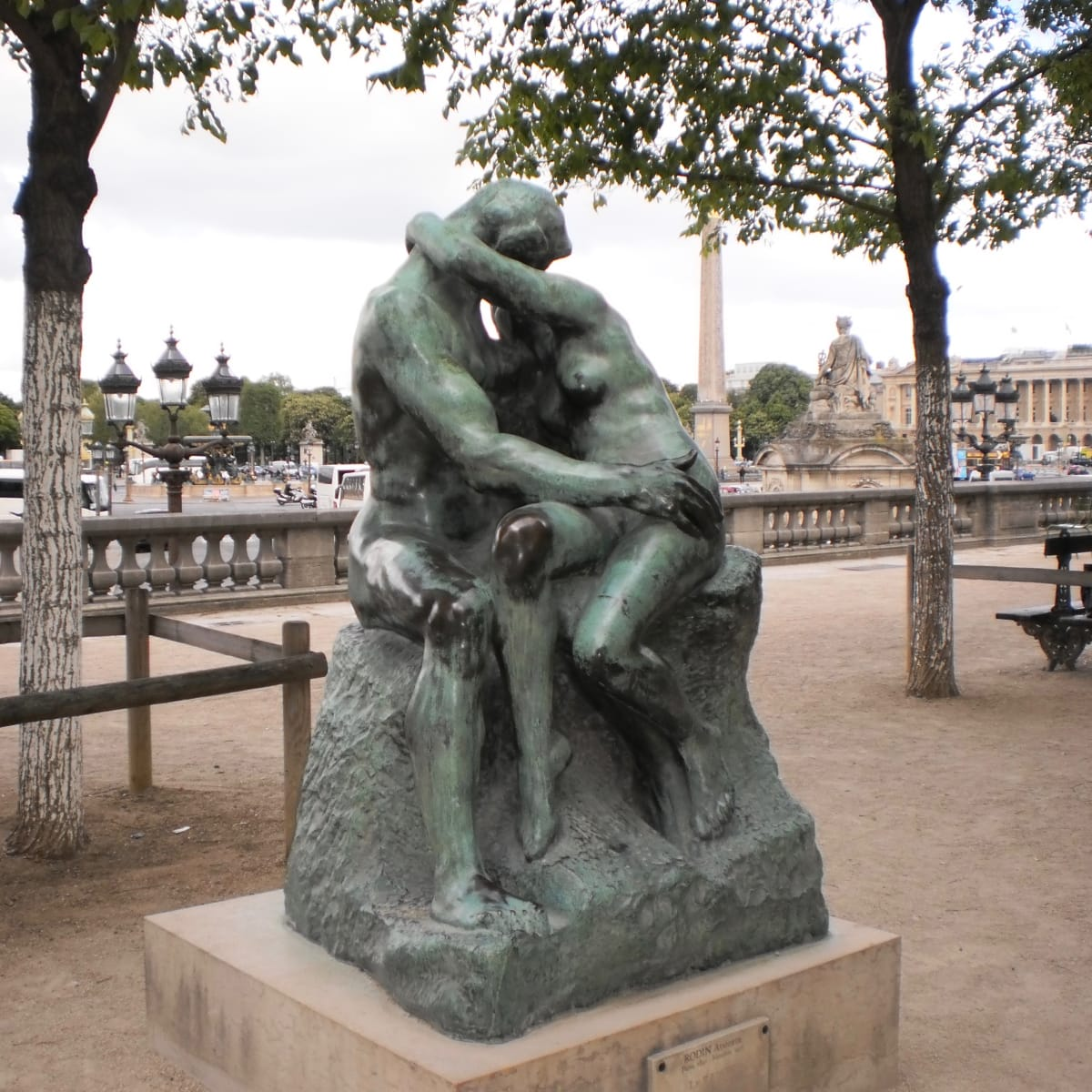 """The lovers in Rodin's """"The Kiss"""" sculpture outside Musee de l'Orangerie in Paris"""