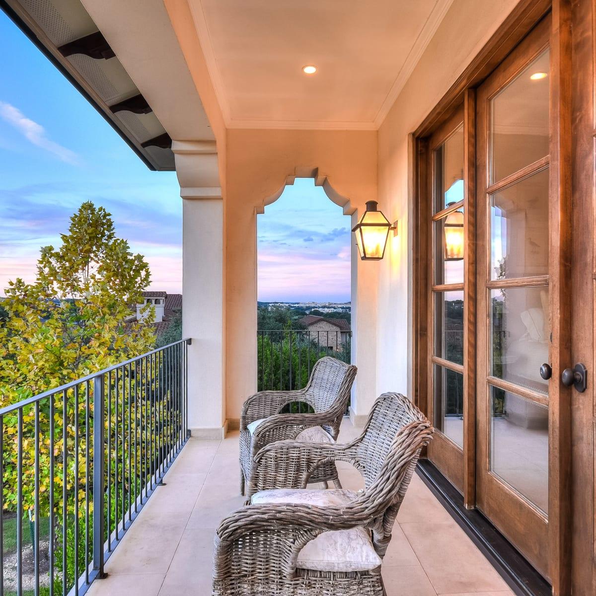 5709 Spanish Oaks Club Austin house for sale balcony