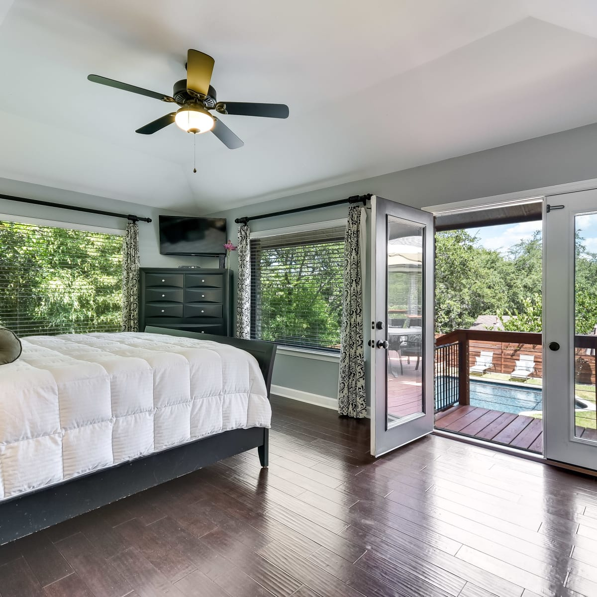 3914 Glengarry Dr Austin house for sale master bedroom