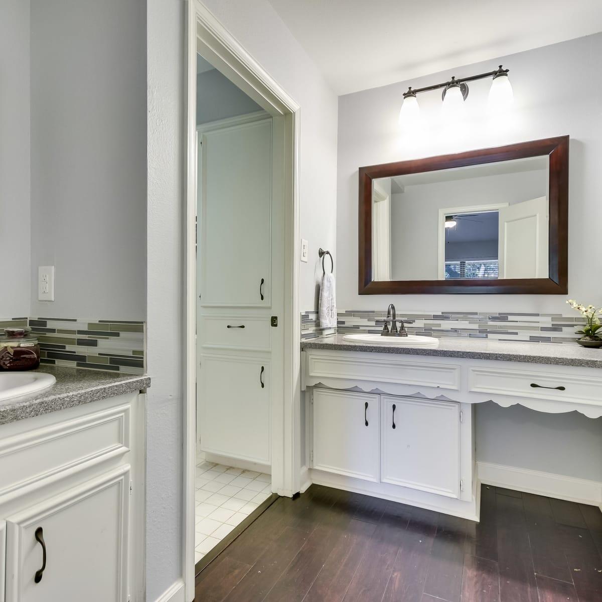 3914 Glengarry Dr Austin house for sale master bath