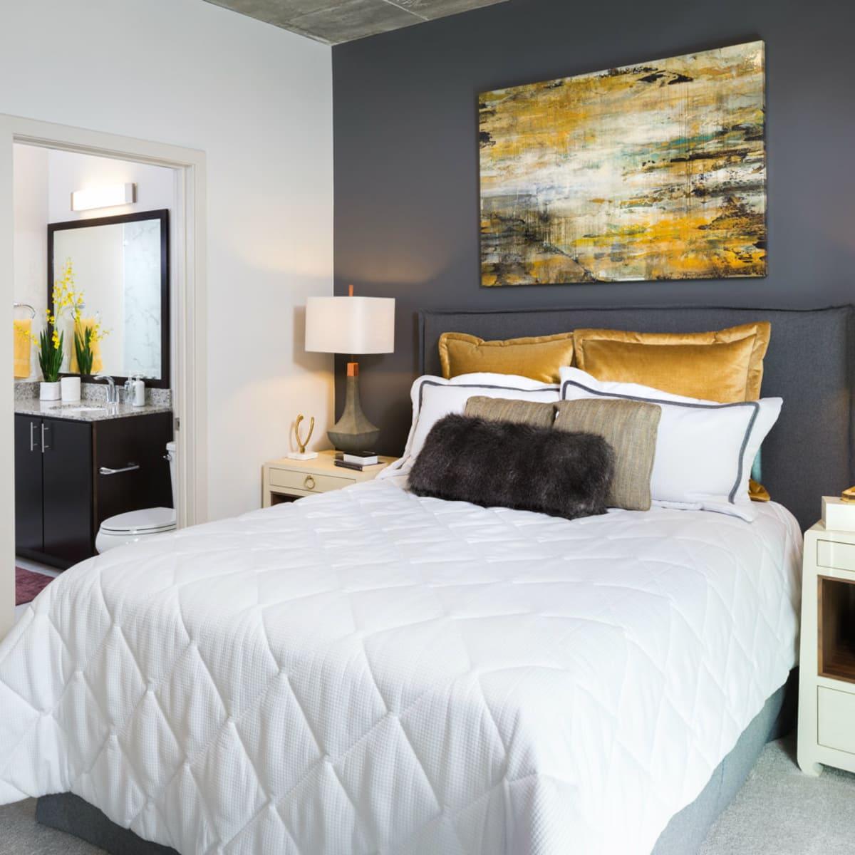 SkyHouse River Oaks bedroom
