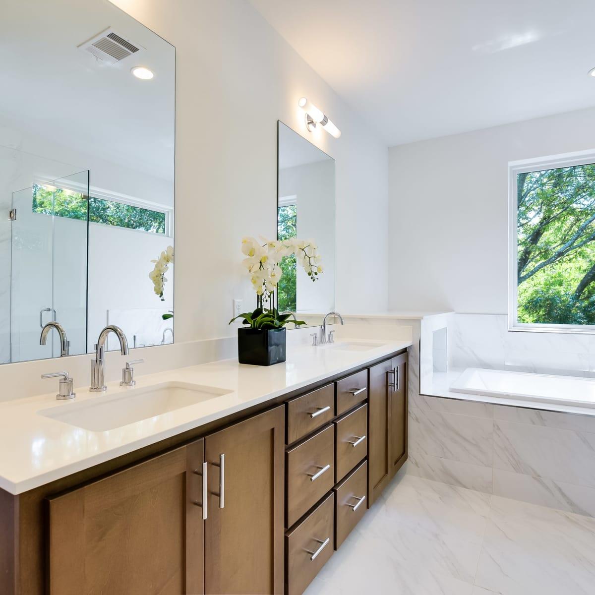 1613 Nash Ave Austin house for sale bathroom