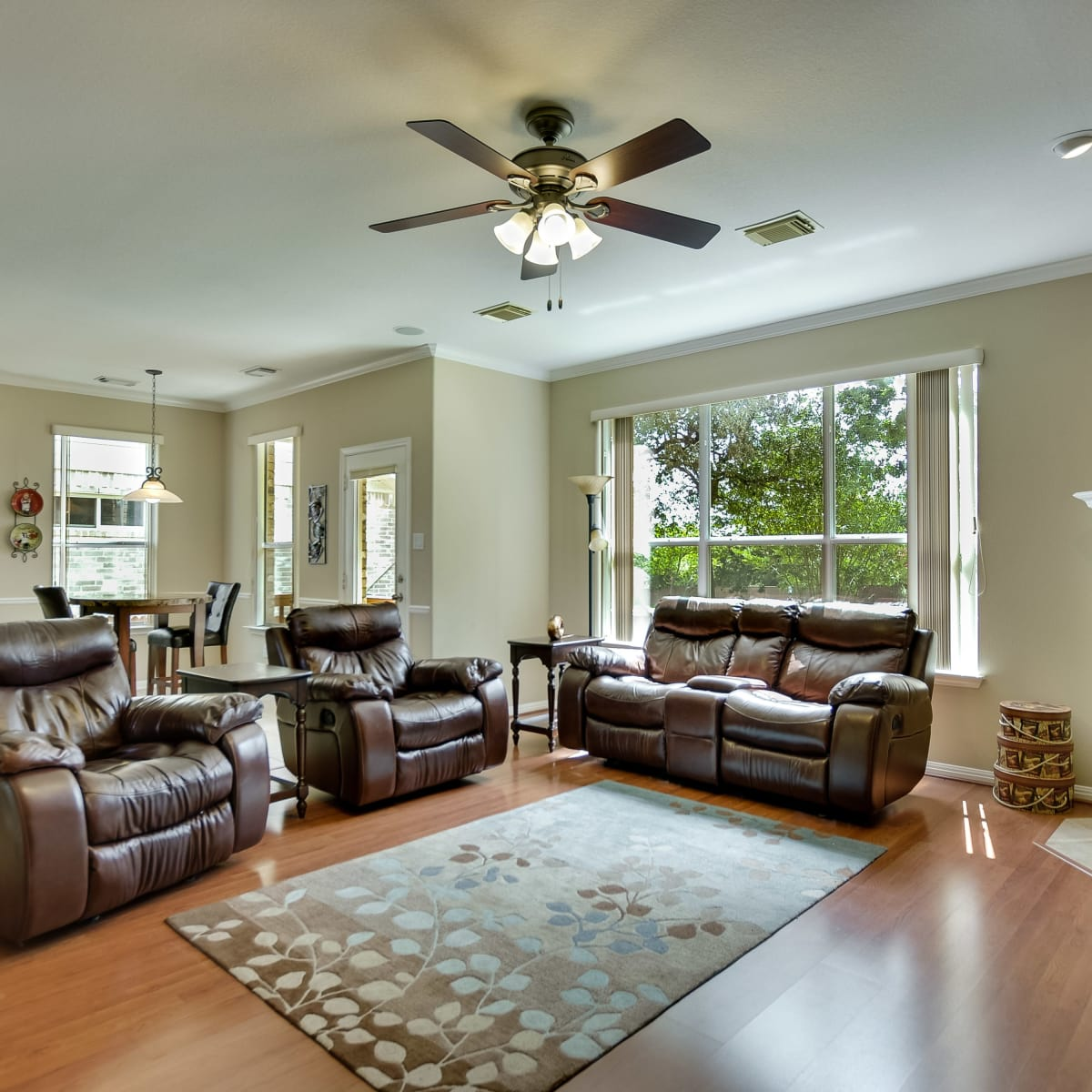 9013 Sautelle Austin house for sale family room
