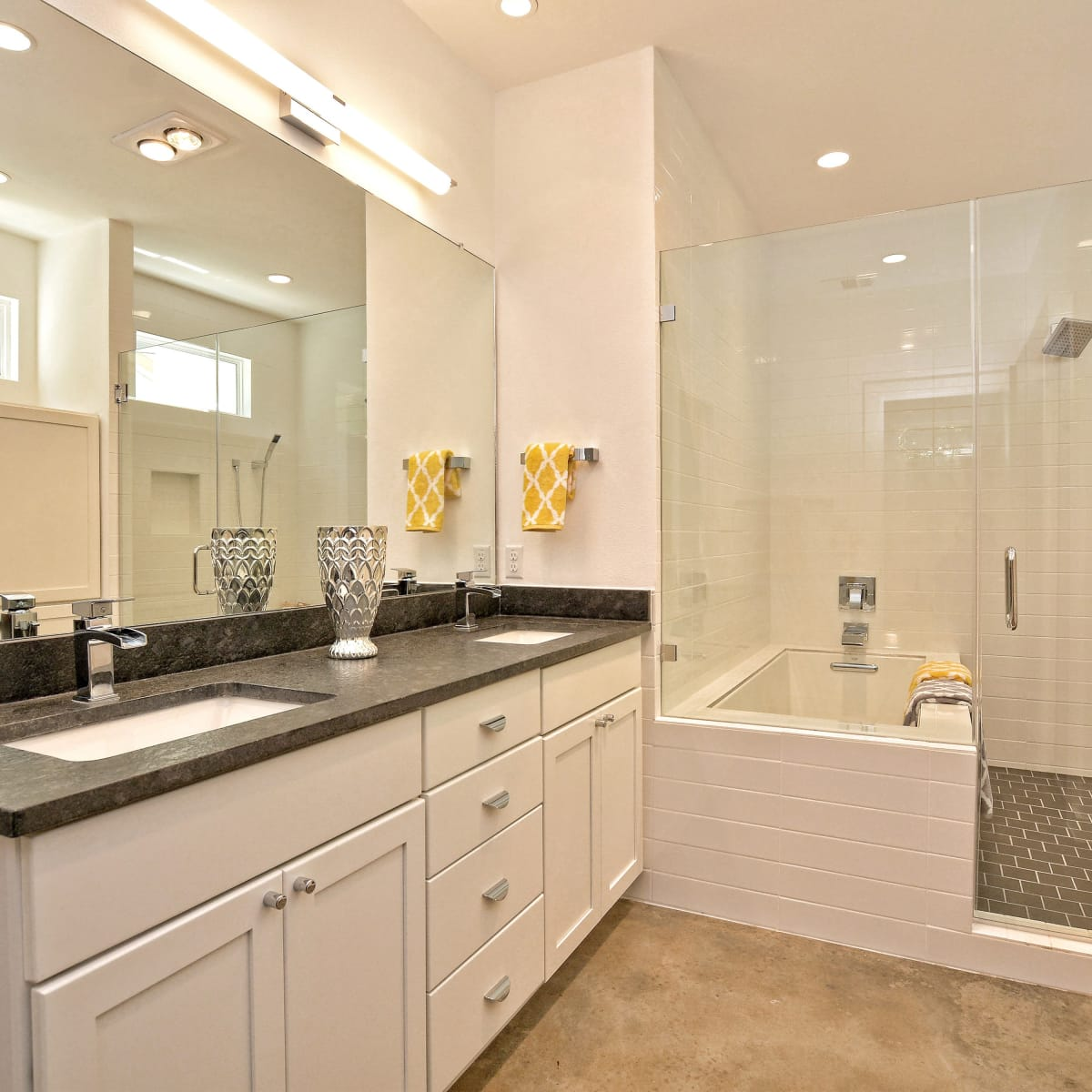 1806 Frazier Austin house for sale bathroom