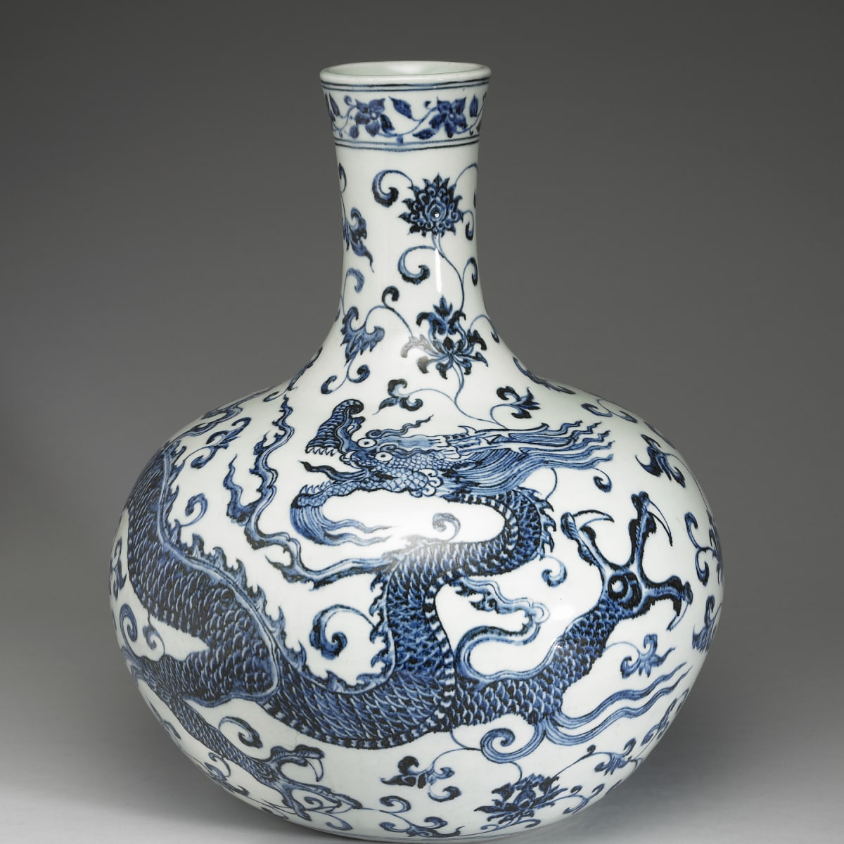 Vase with flying dragon, Ming Dynasty, Museum of Fine Arts