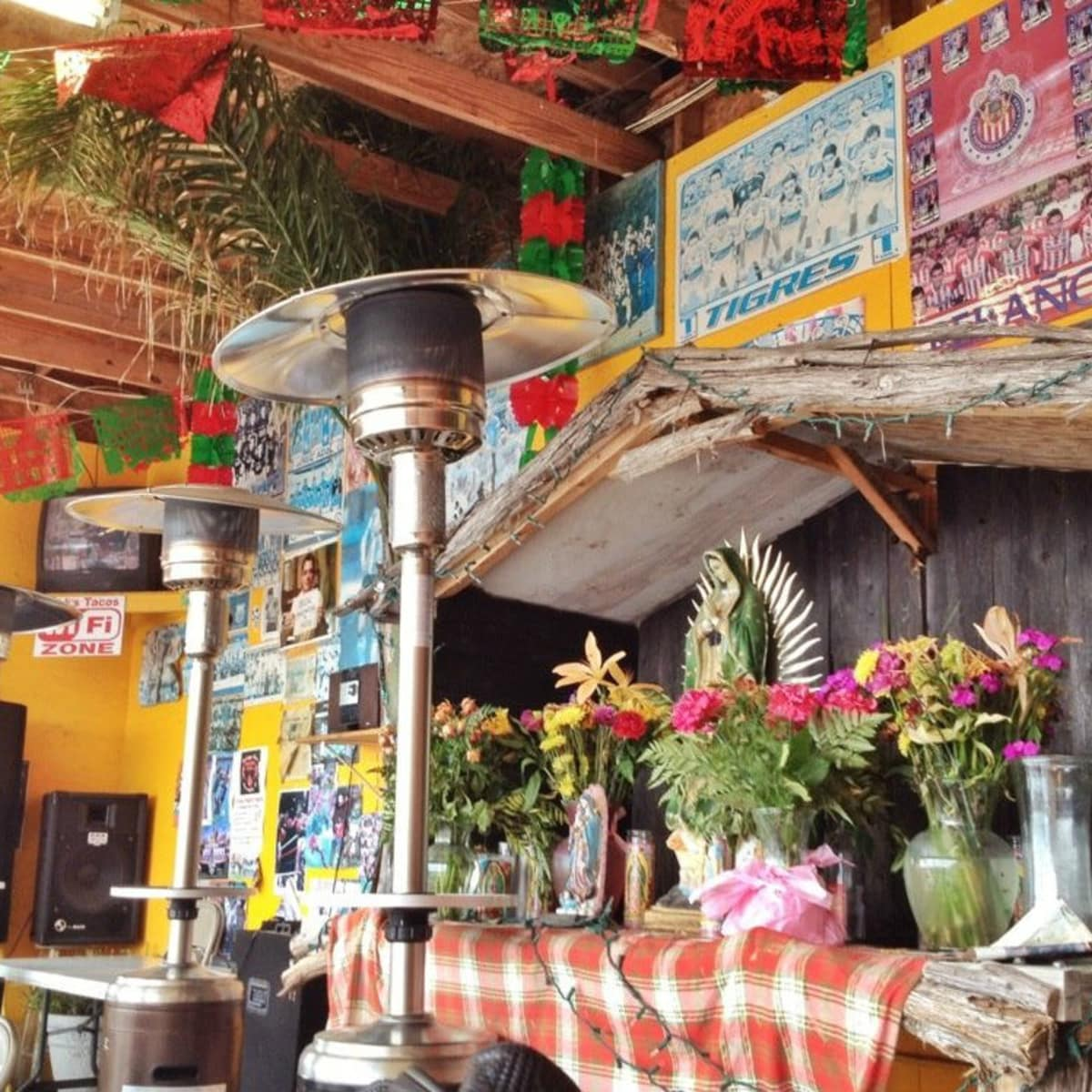 Erick's Tacos patio interior