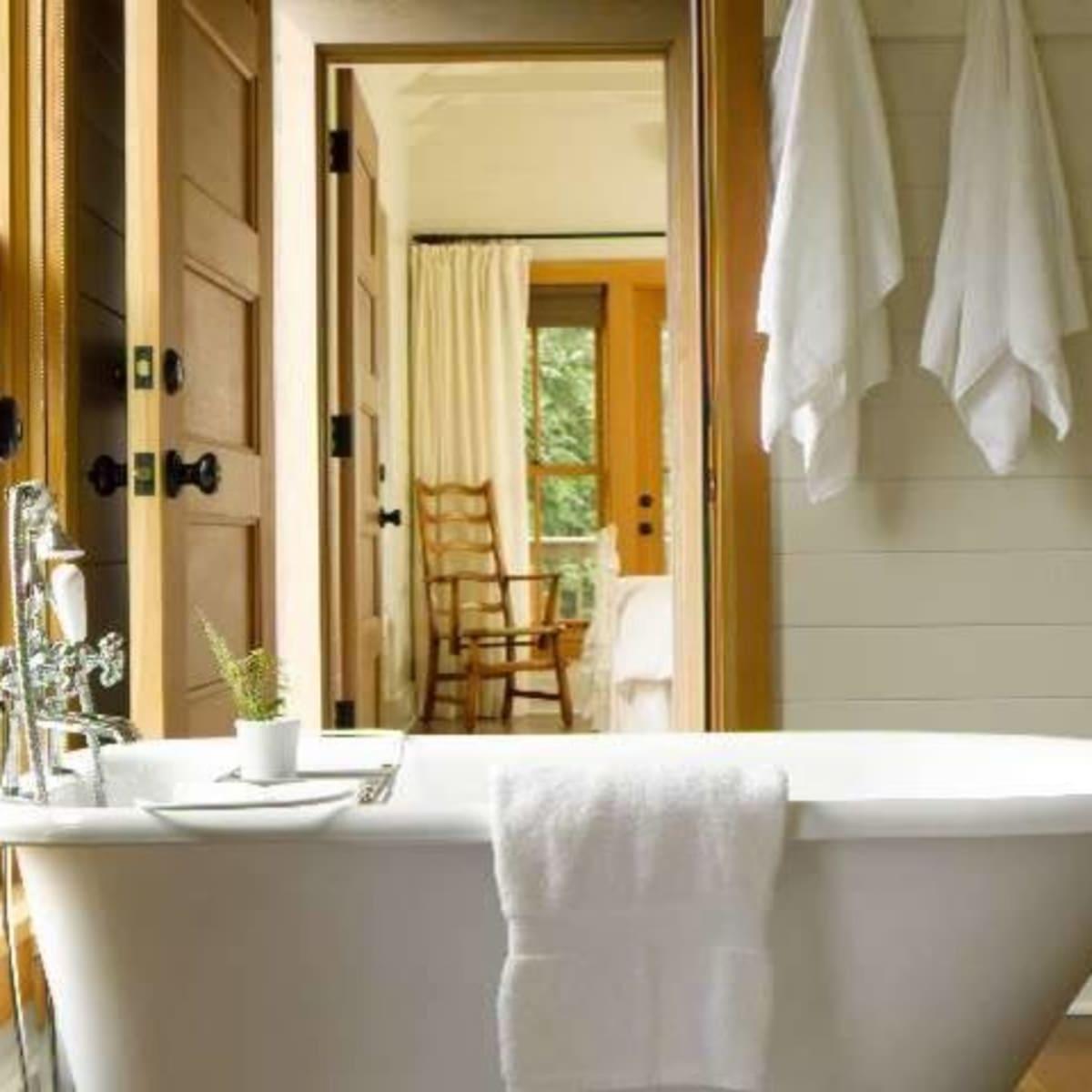 Farmhouse bathroom clawfoot tub Houzz
