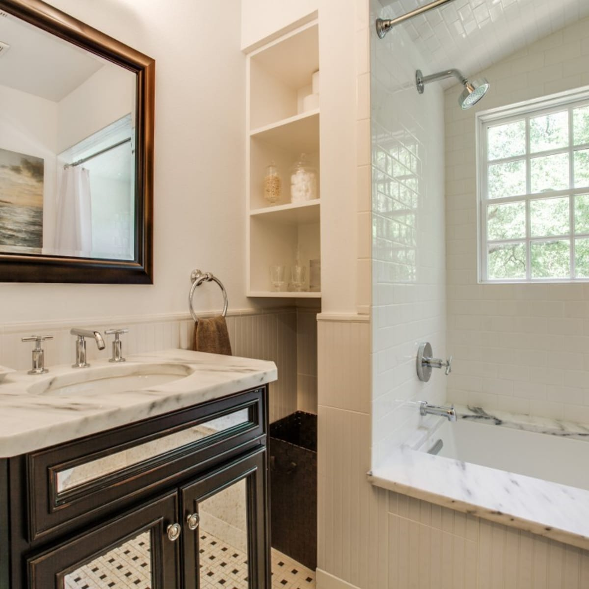 6932 Santa Monica Drive Dallas house for sale bathroom