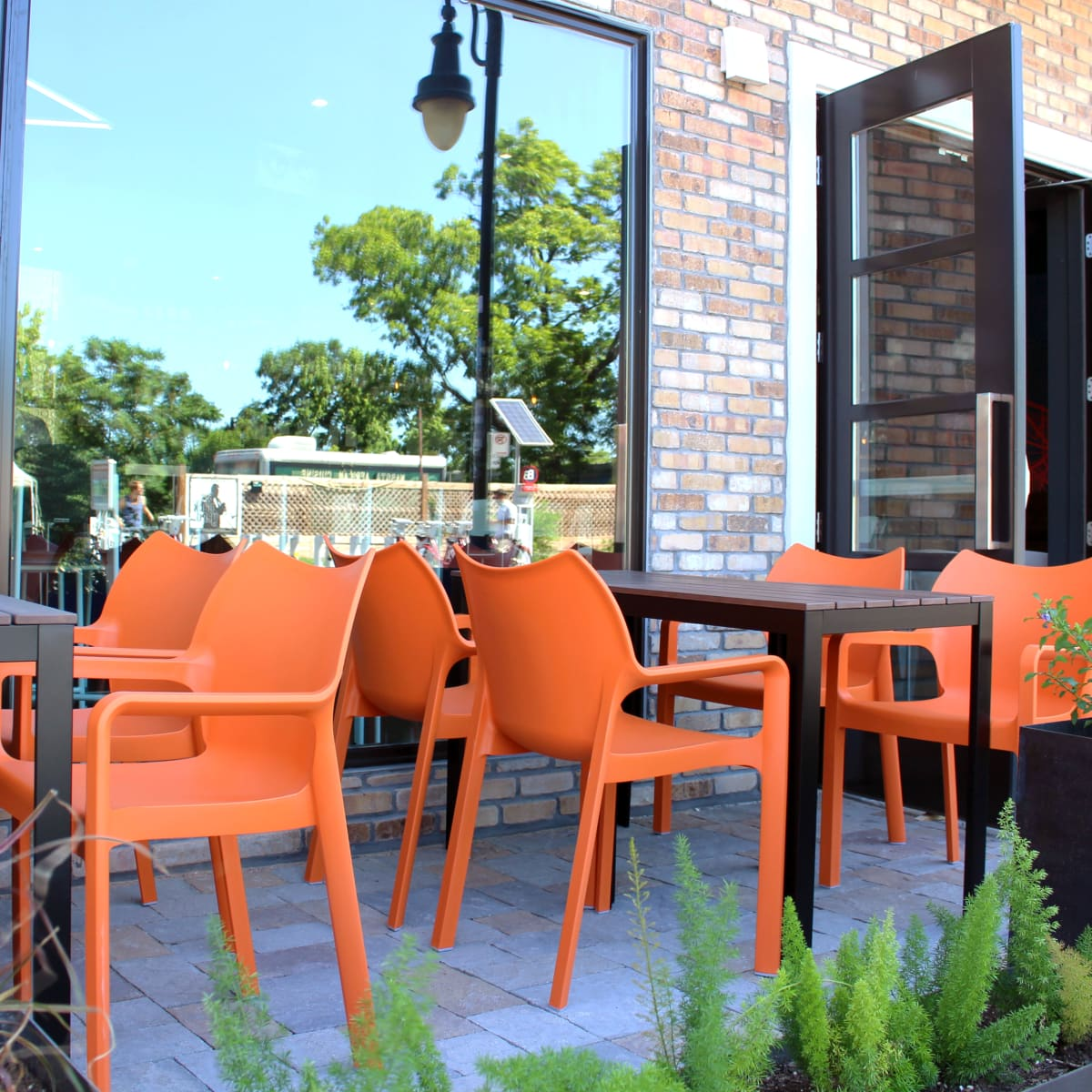 Hotel Eleven 11th Street Austin 2016 front patio cafe