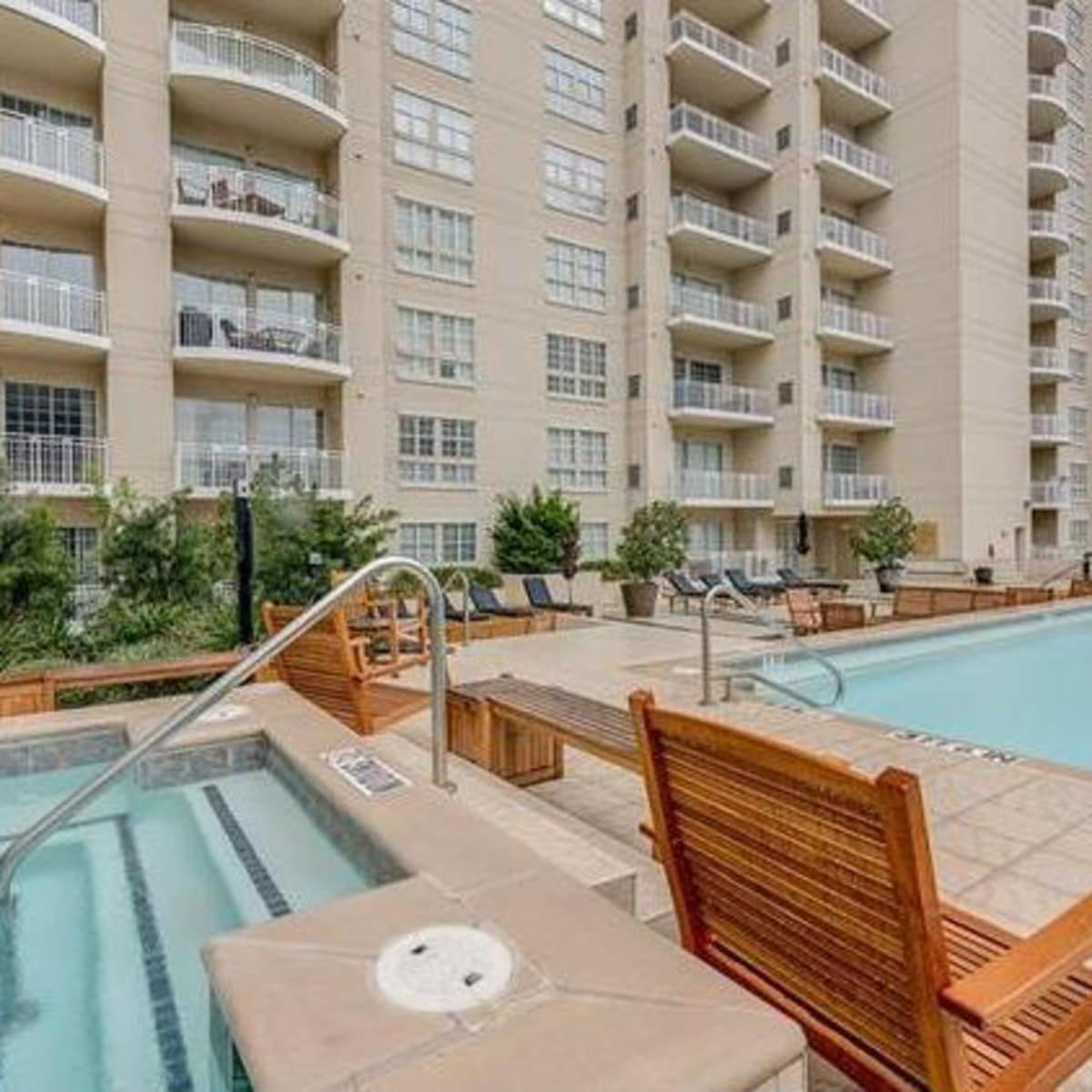 3225 Turtle Creek Blvd swimming pool