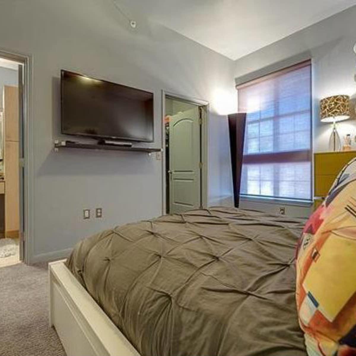 3225 Turtle Creek Blvd bedroom
