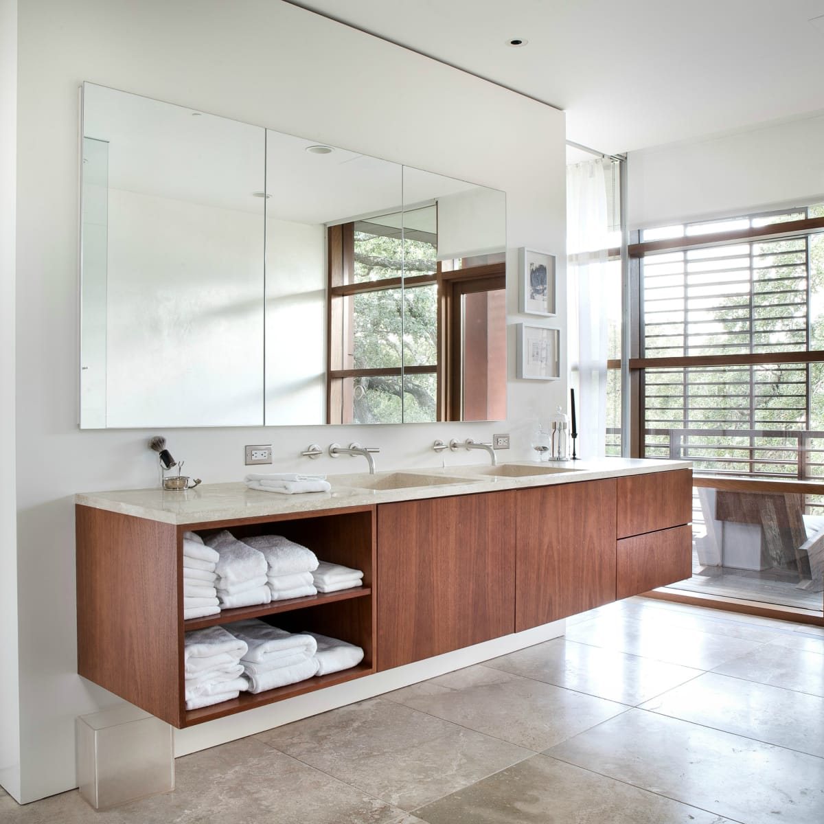 Austin home Floating Box House 900 Live Oak Circle West Lake Hills 78746 April 2016 master bathroom