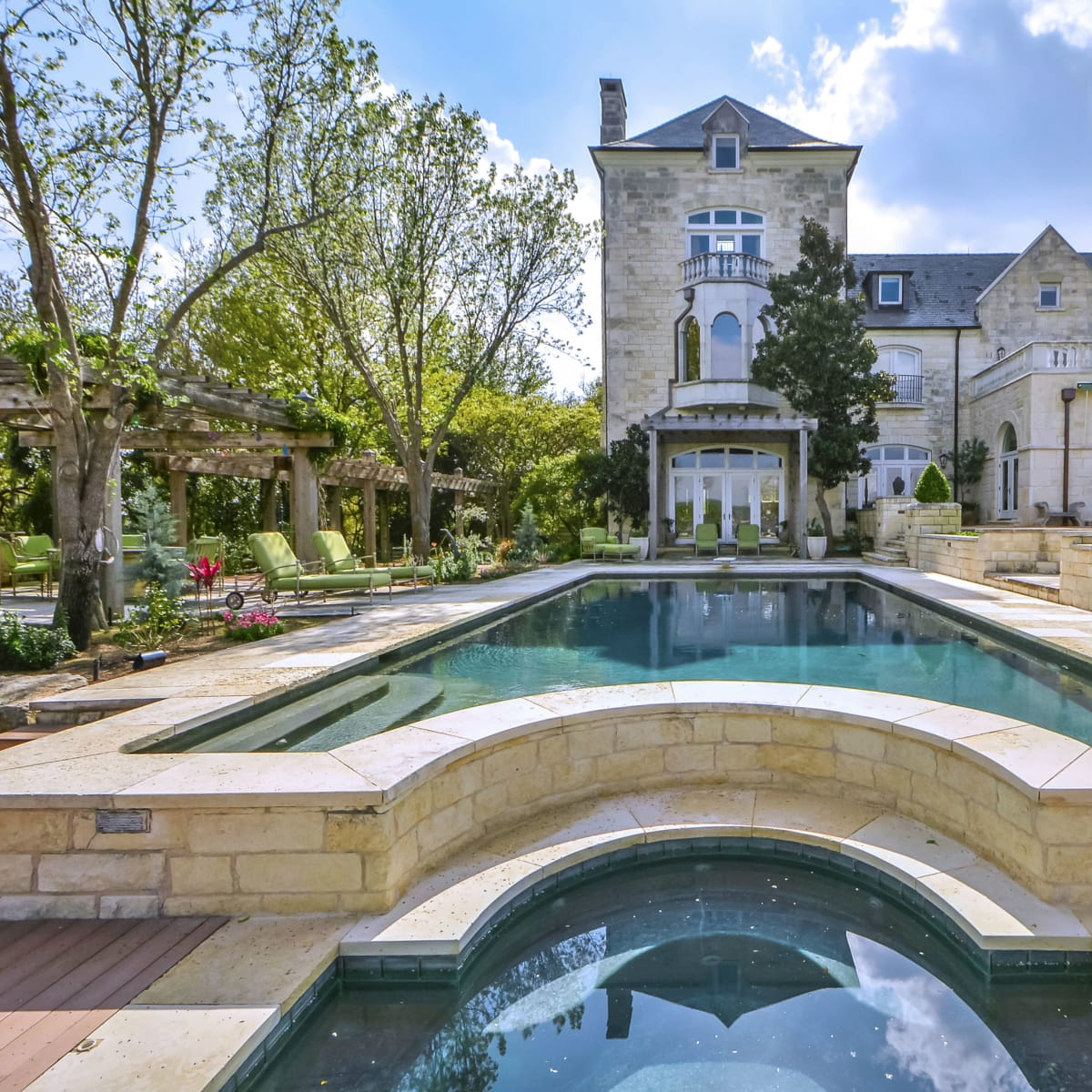 Expensive homes: Commander's Point Estate