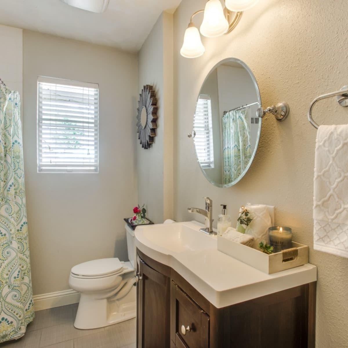 2421 Springhill Dr. master bathroom