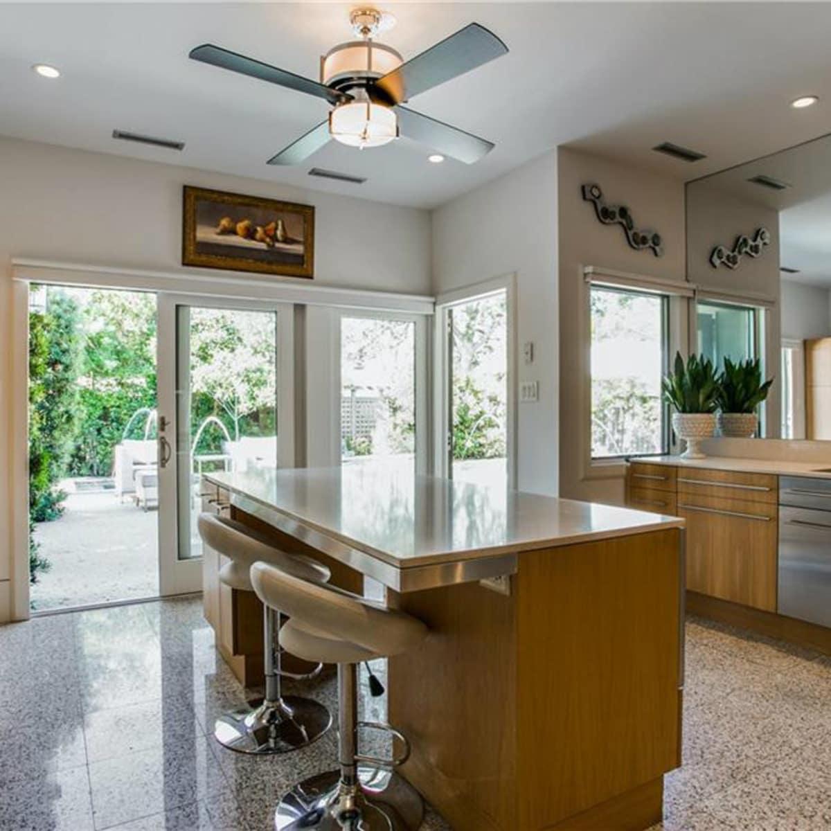 5535 Hanover kitchen