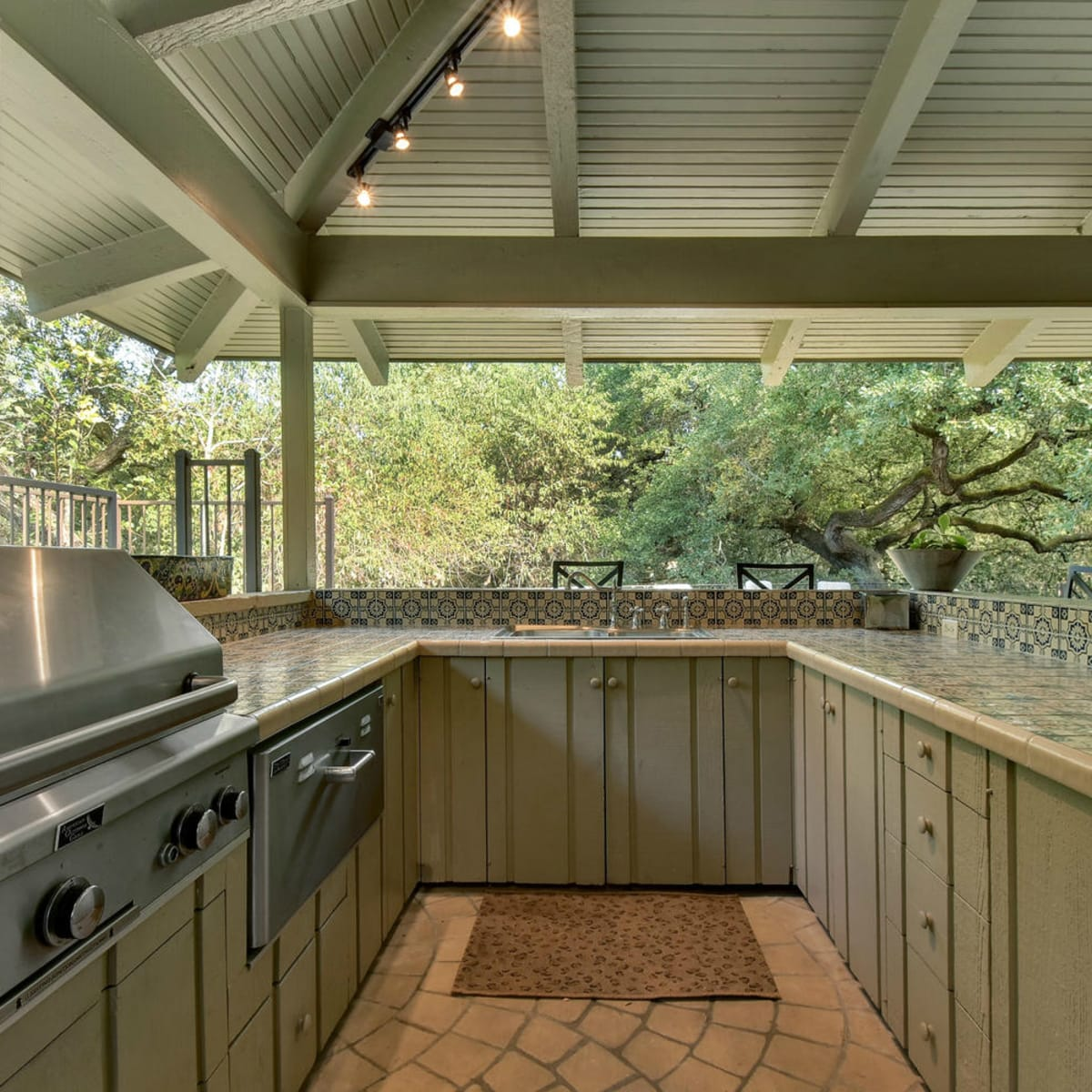 Austin house home Tarrytown 2610 Kenmore Court Ben Crenshaw February 2016 outdoor kitchen