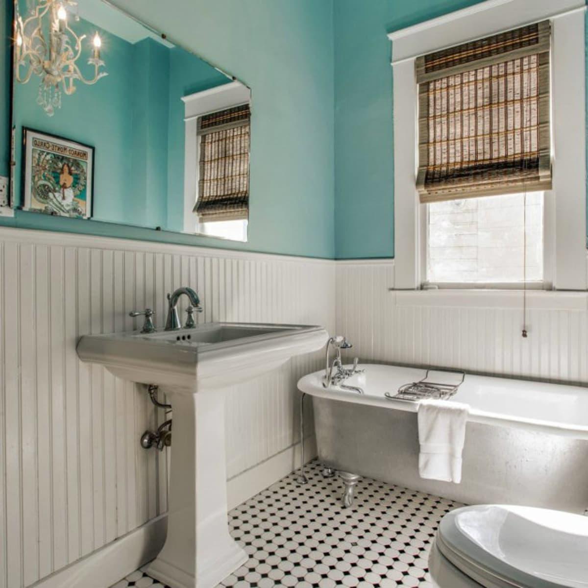 118 N. Winnetka guest bathroom