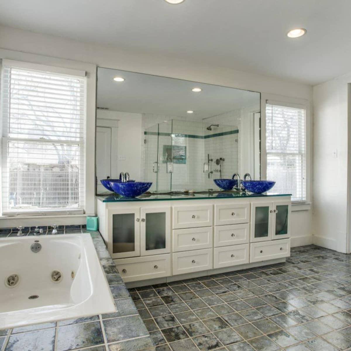 118 N. Winnetka master bathroom