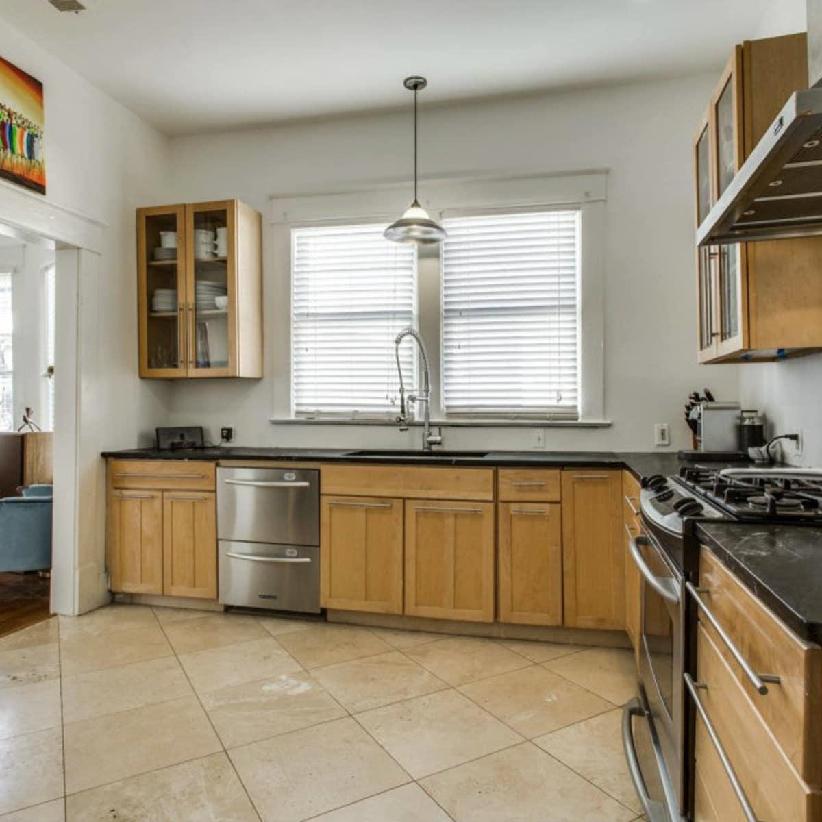 118 N. Winnetka kitchen