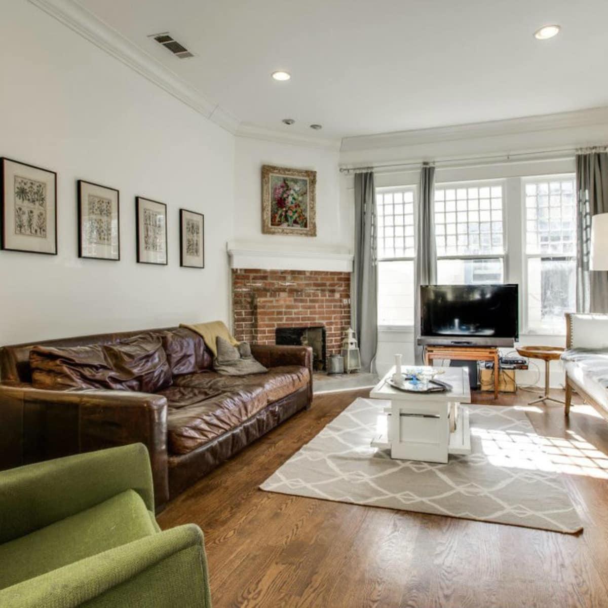 118 N. Winnetka living room