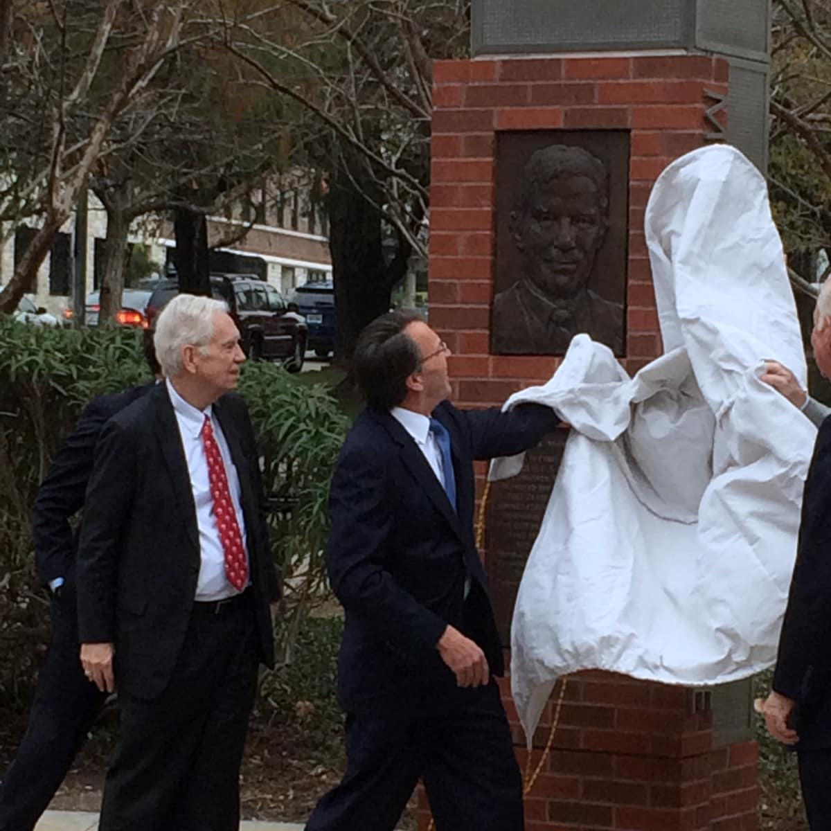 Houston, Mosbacher Bridge launch event, January 2016, statue