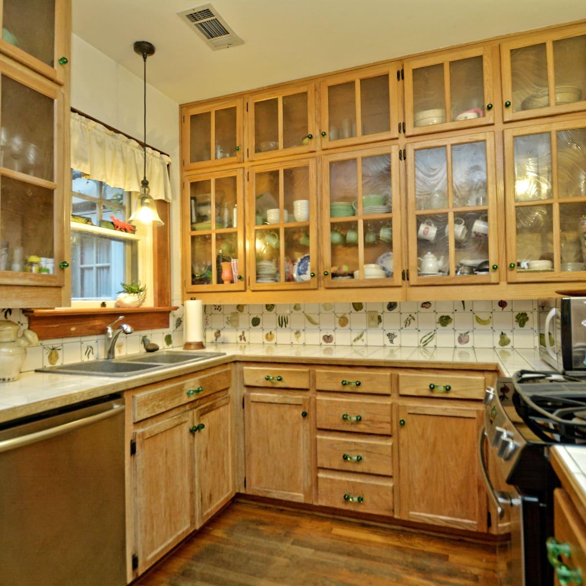 1610 Juliet St. kitchen
