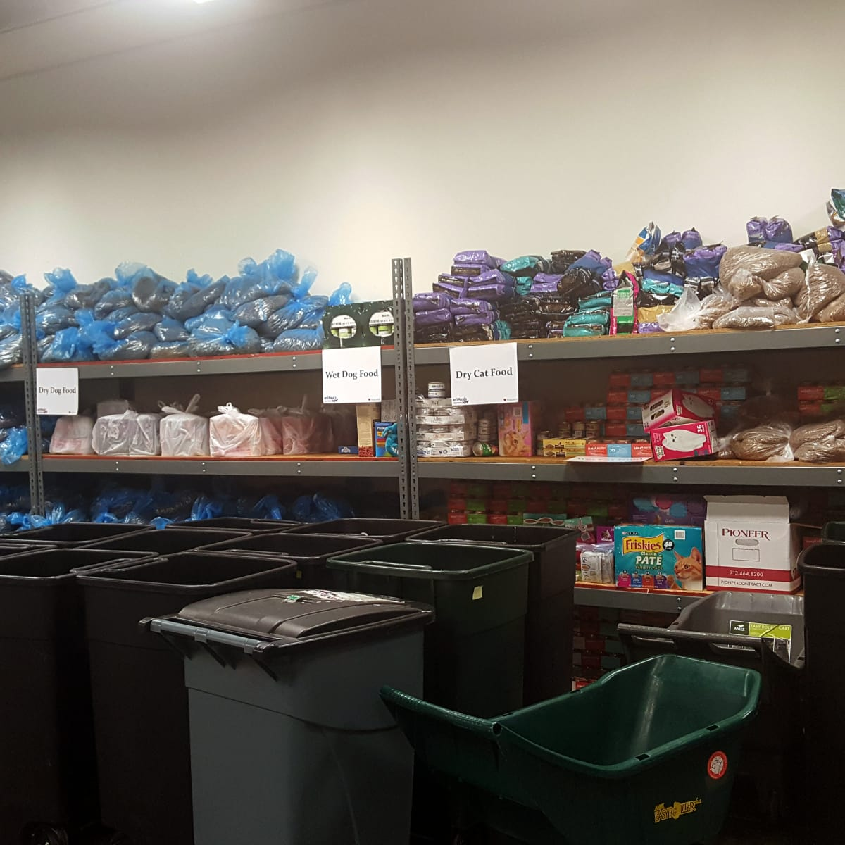 Houston, Interfaith Ministries aniMeals, December 2015, donated pet food