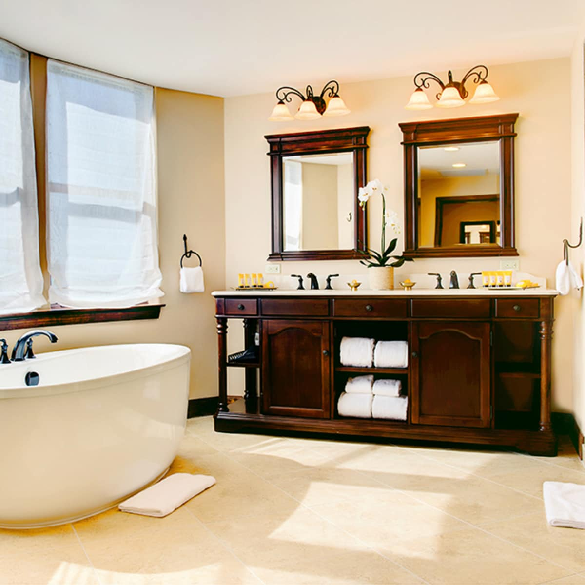Hotel Granduca Austin opening 2015 bathroom
