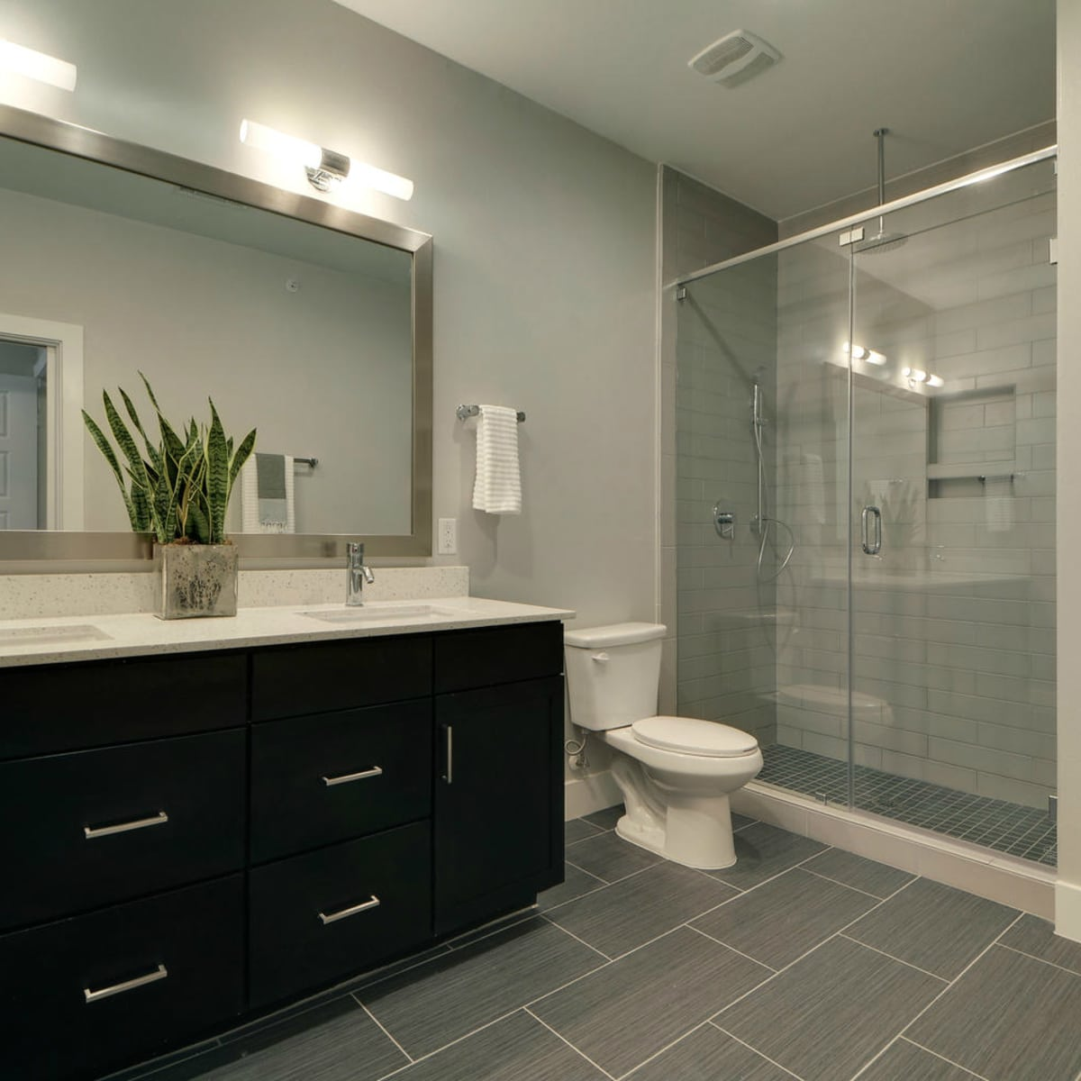 Austin townhome 2002 Glen Allen Street October 2015 bathroom